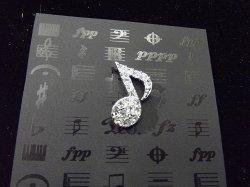 Музыкальный сувенир Брошь Нота 8-ка в стразах 2,3 см. Цвет: серебро/золото
