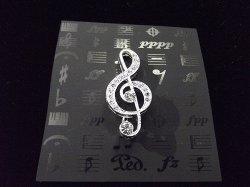 Музыкальный сувенир Брошь Скрипичный ключ 3,5см.стразы Цвет: серебро