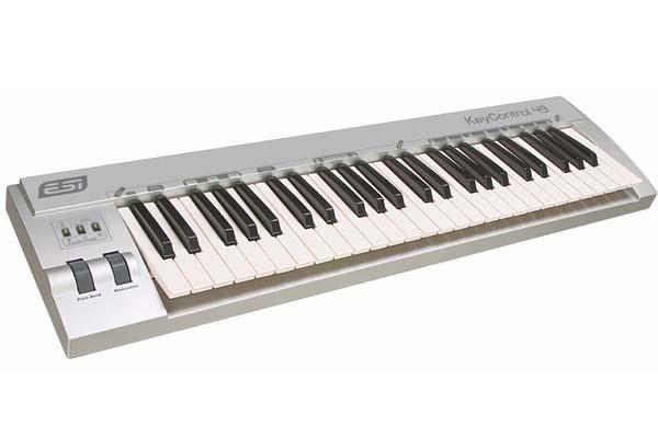 KeyControl 49 XT MIDI USB (49 ), 3 , 2 (Pitch Bend Modulation), Sustain , MIDI Out, Cubase LE 4 ! 9-12 USB ( ).